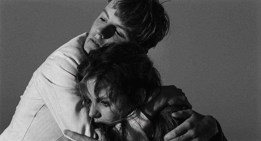 Claudia Cardinale et Jacques Perrin dans La fille à la valise