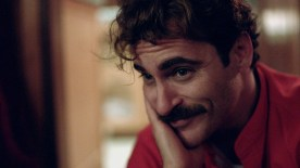 JOAQUIN PHOENIX as Theodore in the modern day love story ÒHER,Ó directed by Spike Jonze, a Warner Bros. Pictures release.