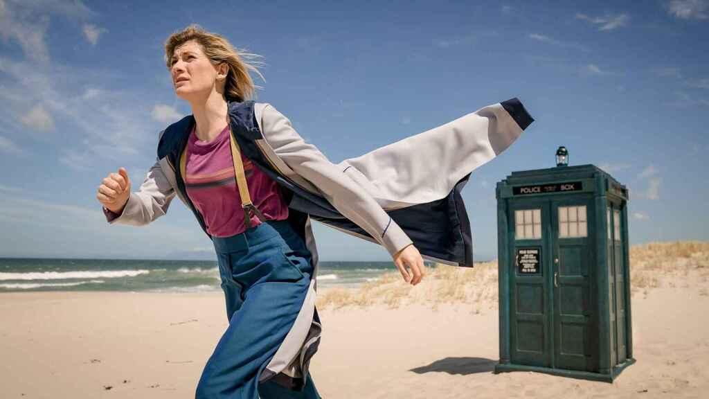 Doctor Who se queda sin protagonista y sin guionista
