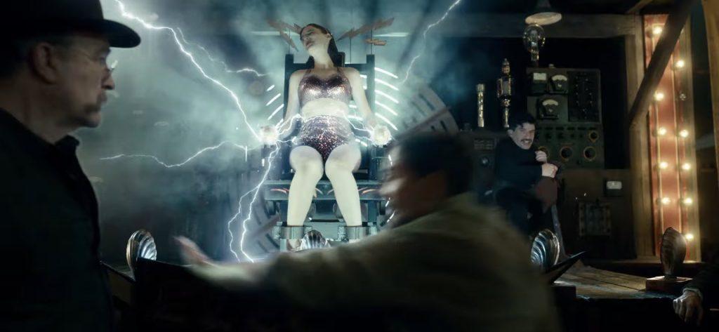 """Vuelve Guillermo Del Toro con este impactante trailer de """"Nightmare Alley"""""""