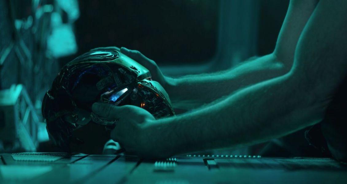Vingadores: Ultimato - cena trailer do capacete do Homem de Ferro