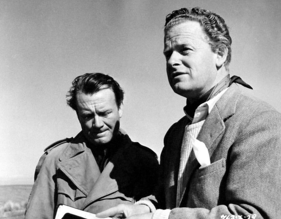 """John Mills et Basil Dearden sur le tournage de """"The Gentle Gunman"""" (1952)"""