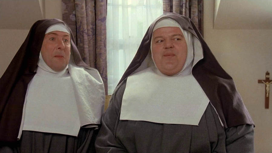 Nuns on the Run / Mettons les voiles (1990)