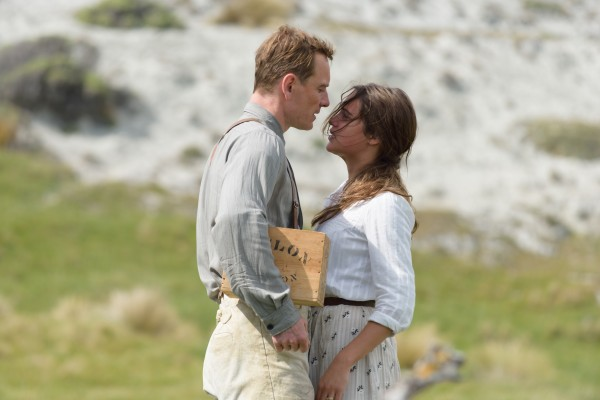Michael Fassbender y Alicia Vikander en la adaptación de The Light Between Oceans