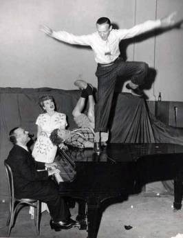 Jose Iturbi, Lucille Ball, Harpo Marx e Fred Astaire
