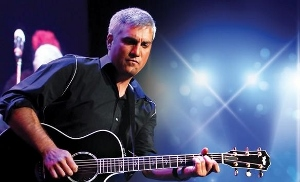 Taylor-Hicks-Paris-photo-300x182-