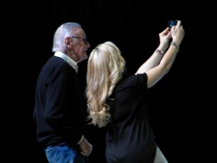 Stan Lee Clare Kramer selfie ECCC 2015