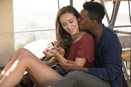 Alycia Debnam Carey as Alicia and Maestro Harrell as Matt Sale - Fear the Walking Dead _ Season 1, Episode 1 - Photo Credit: Justin Lubin/AMC