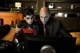 Mark Strong et Christopher Mintz-Plasse dans Kick-Ass (2010)
