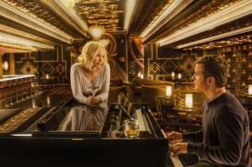 Chris Pratt et Jennifer Lawrence dans Passengers (2016)