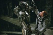 Lance Henriksen et Ian Whyte dans Alien vs. Predator (2004)