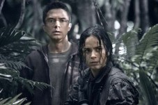 Alice Braga et Topher Grace dans Predators (2010)