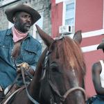 En esta reseña de Cowboys de Filadelfia, te contamos todo sobre esta cinta de Netflix