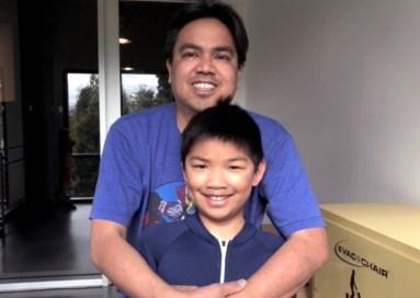 El director del cortometraje Flota, Bobby Alcid Rubio y su hijo Alex.