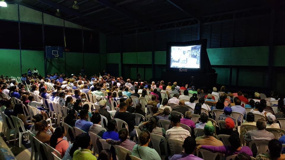 """El pueblo jinotepino acoge con gran aceptación el documental """"Nicaragua Guerra contra el Pueblo"""""""
