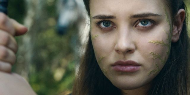 Fotografía de Katherine Langford en Maldita, serie de Netflix