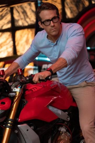 Ryan Reynolds as Guy in 20th Century Studios' FREE GUY. Photo by Alan Markfield. © 2020 Twentieth Century Fox Film Corporation. All Rights Reserved.