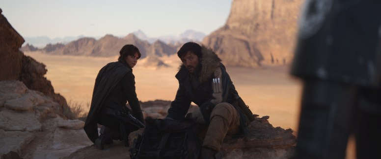 Rogue One: A Star Wars Story..L to R: Jyn Erso (Felicity Jones) and Cassian Andor (Diego Luna)..Ph: Film Frame..© 2016 Lucasfilm Ltd. All Rights Reserved.
