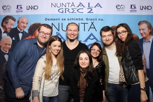 Familia bloggerilor nu este la fel de numeroasa precum familiile grecesti. Desi promitem sa ne marim pe zi ce trece :)