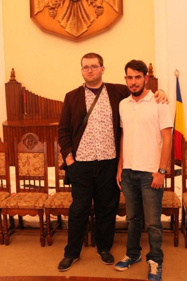 Alaturi de regizorul, scenaristul, producatorul si actorul Andrei Daniel Barbat. Un fel de Sergiu Nicolaescu :)