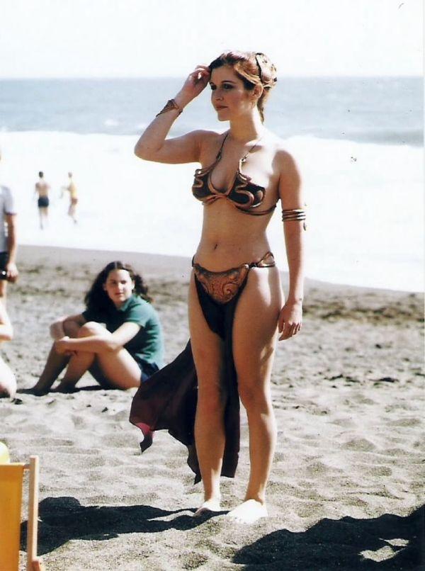 carrie-fisher-in-golden-bikini-rolling-stone-magazine-summer-1983_10