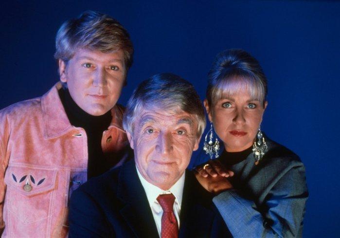 ghostwatch-1992-007-sarah-greene-michael-parkinson-mike-smith-00n-77y