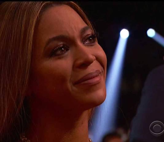 Beyoncé emocionada no Grammy 2017