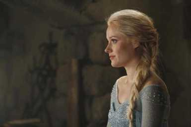 "Georgina Haig como Elsa em ""Once Upon a Time"""