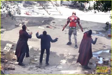 vingadores_guerrainfinita_iron-man-wears-his-armor-in-new-avengers-infinity-war-set-photos-24