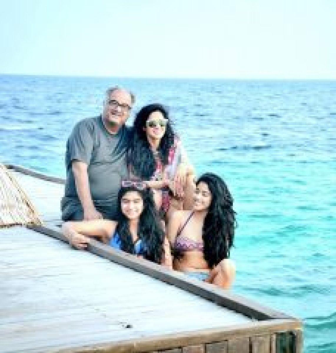 Jhanvi Kapoor With Family