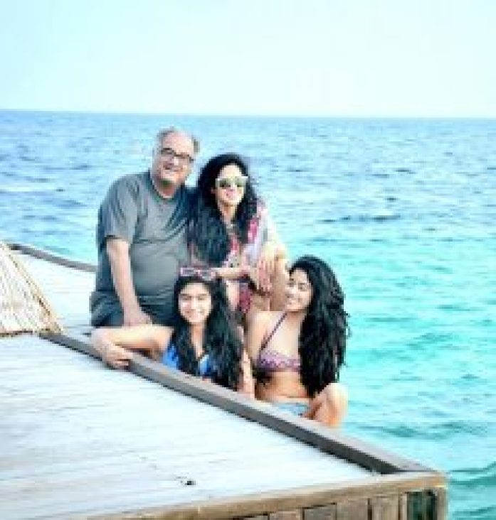 Jhanvi Kapoor With Family
