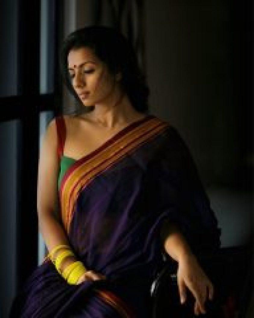 sruthi hariharan photos in saree