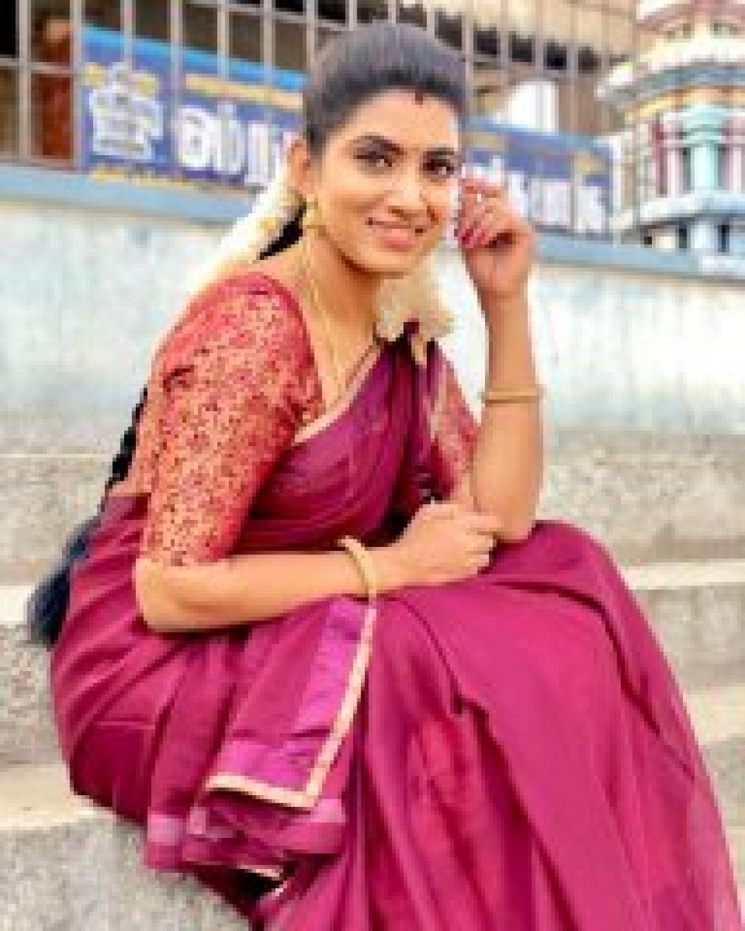 Different in saree