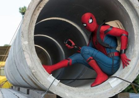 spiderman-homecoming-still-tom-holland-backpack