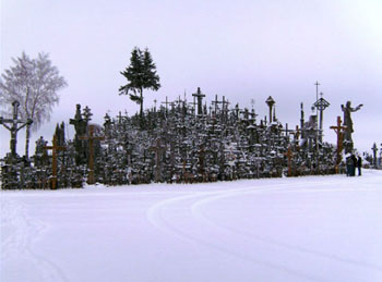 La colina de las cruces ubicada en Lituania