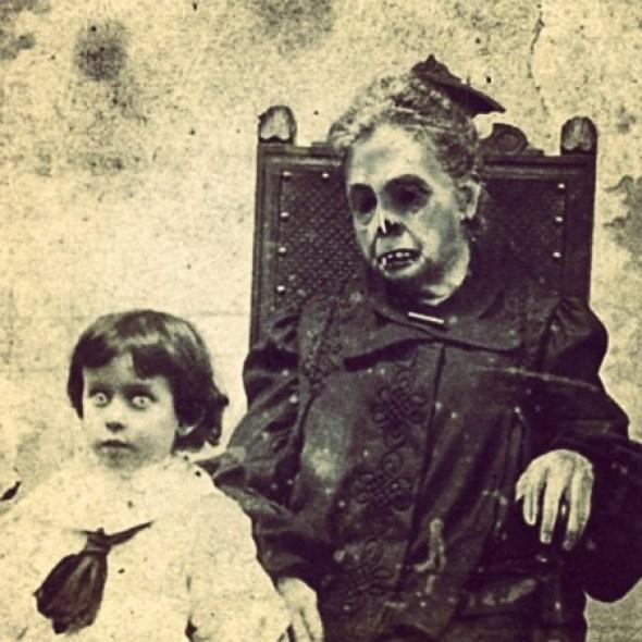 Niña y madre en fotografía Post-Mortem