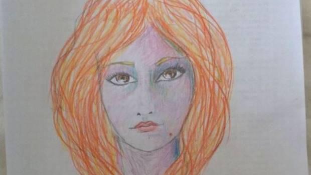 Mujer consume LSD y se autorretrata
