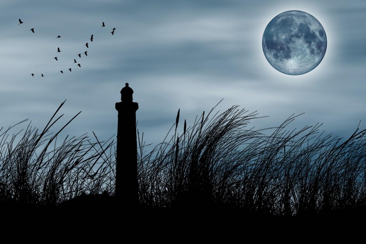 秋分の日 昼夜が同じ日 月と灯台