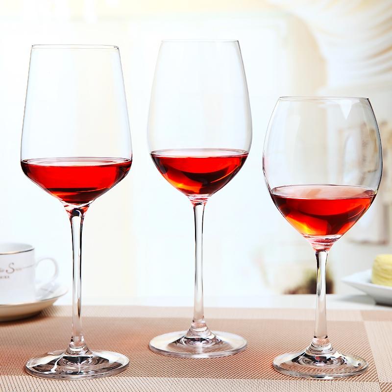 Kırmızı şarap kadehi