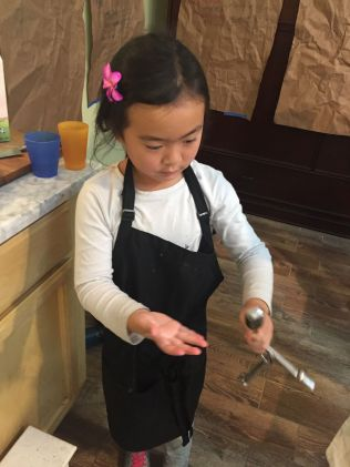 girl-measuring-spoons