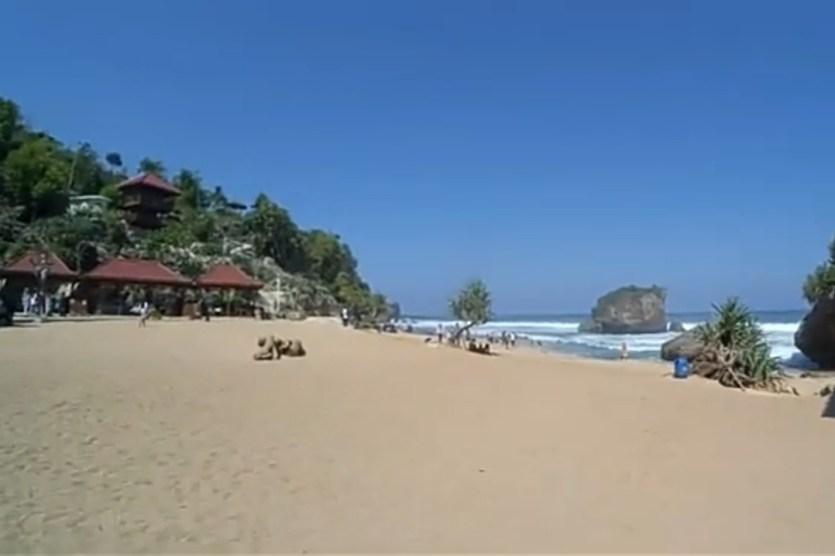 Pantai Ngrawe Mesra Gunung Kidul
