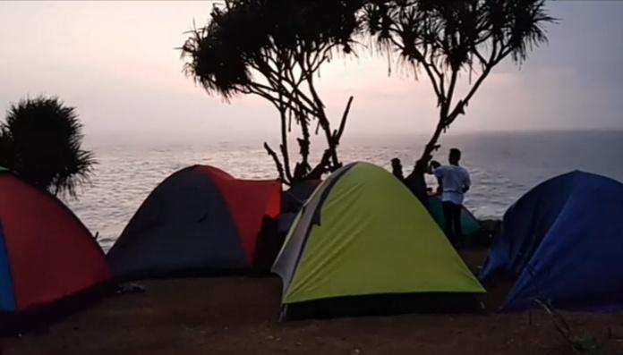 camping di pantai kesirat gunung kidul