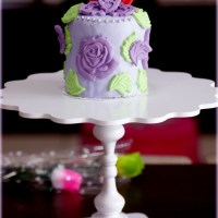 Our 1st Purple Rose fondant cake with purple obbi brownies and vanilla cake for Mom's birthday =) Fun indeed !