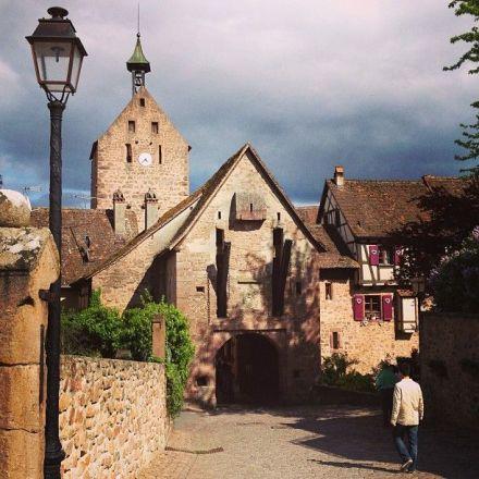 Cidadezinha medieval na Alsacia.