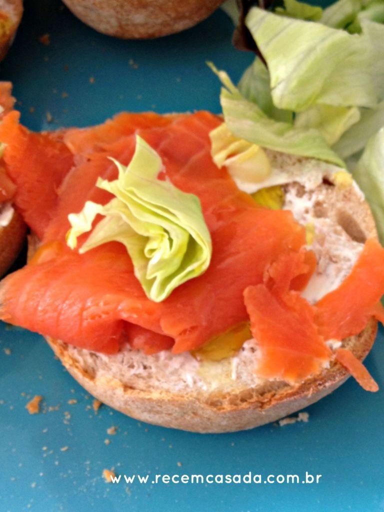 Receita: canapé ou sanduíche de salmão defumado com cream cheese