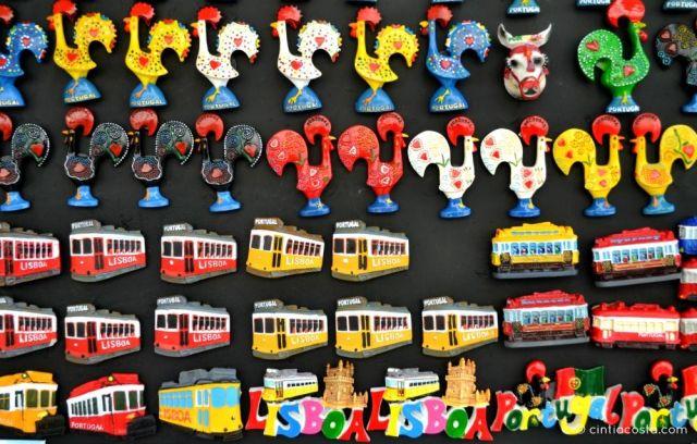 Lisboa, Portugal: souvenir ímãs de geladeira. Foto: cintiacosta.com