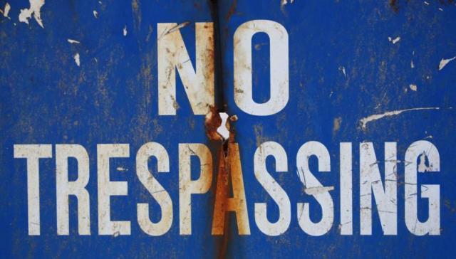 No trespassing. Photo: Michael Dorausch (www.michaeldorausch.com).