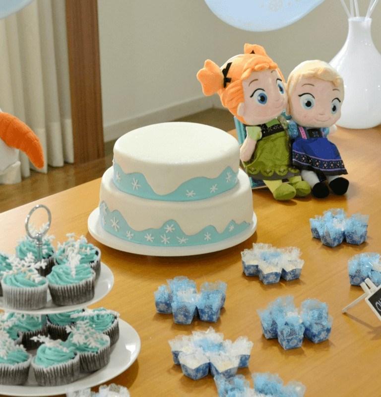 Bolo da Frozen para aniversário infantil