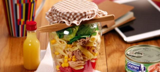 Salada no pote com macarrão e atum da Gomes da Costa