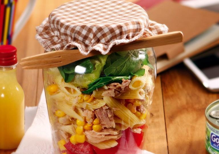Receita: salada de macarrão com atum no pote